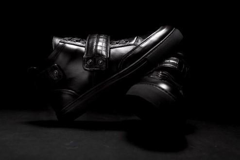 Velcro midtop sneaker