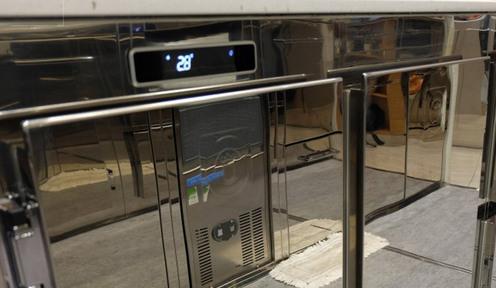 Realizzazione, fornitura e vendita di banchi frigo, sia per gelaterie che per bar e per pasticcerie
