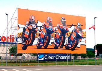 Valla publicitaria de Repsol en en circuito de Montmeló.