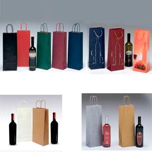 Las bolsas para botellas son aquellos envases con asas pensados para transportar botellas de cualquier formato. Bolsas para botellas , confeccionadas en papel kraft verjurado y asas rizadas de color.