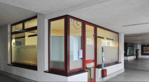 la sede della perla servizi funebri è in paizza roma, 6 Tarcento (udine)