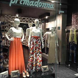 Γυναικεία ρούχα μοντέρνα και ξεχωριστά από το κατάστημα Primadonna στην Πάτρα.Απευθύνονται σε όλες τις ηλικίες για όλες τις ώρες και θα τα βρείτε σε μοναδικές τιμές.