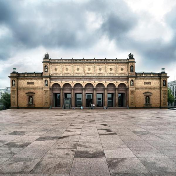 The over 150-year-old basic structure of Hamburg's art gallery, the Kunsthalle, was completely remediated and renovated to meet the requirements of a modern museum.