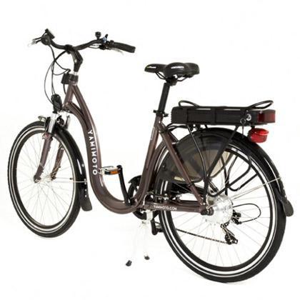 Es una bicicleta elegante. Además de segura, ágil y ligera. Con diseño clásico de bicicleta de paseo, está fabricada en su práctica totalidad de aluminio y se han utilizado calidades óptimas en sus ma