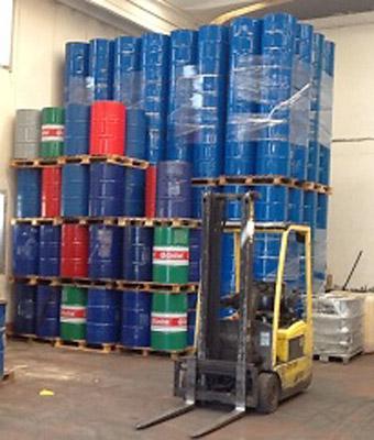 Area stock fusti metallici rigenerati in spedizione con mezzi aziendali.