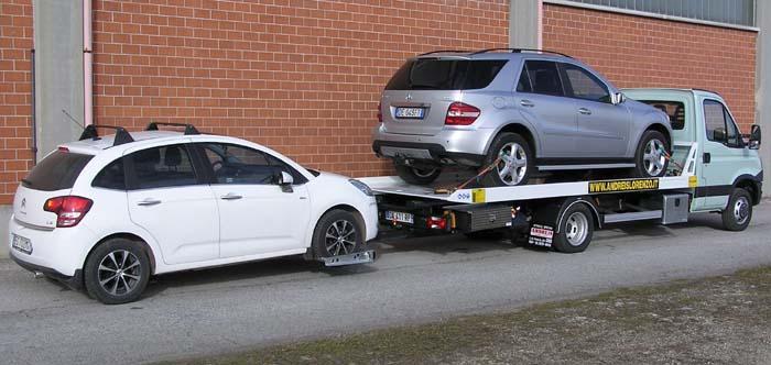 Carro attrezzi IVECO DIALY 35 completo di pianale scarrabile, verricello mobile e forca posteriore