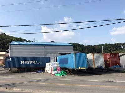Only 40 feet containers are handled.