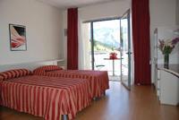 HOTEL LAGO LOSETTA dettaglio camera con letti singoli e balcone