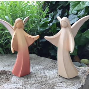 Engel aus Holz geschnitzt modern
