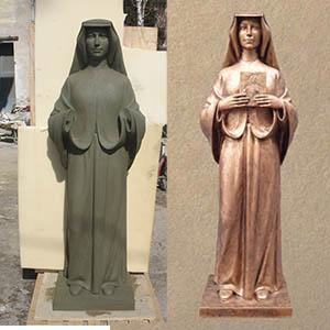 Nell'anno della misericordia, in occasione del GIubileo, abbiamo realizzato tre riproduzioni di Suor Faustina Kowalska, in vetroresina patinata bronzo. Dal modello in creta alla statua finita.