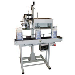 Данное автоматическое устройство предназначается для зашивания заполненного готовой продукцией бумажного пакета любого размера.