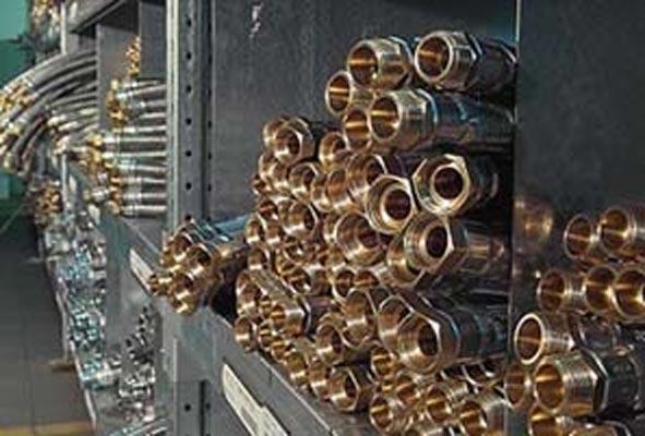 Nel 1975 Cesare Parigi brevetta Parinox®, il primo tubo flessibile in gomma con treccia in acciaio inossidabile.