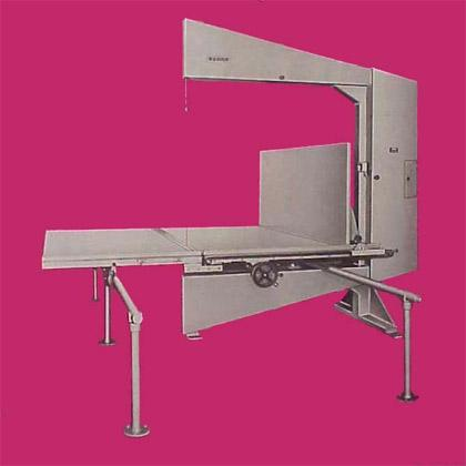 Máquina imprescindible para cualquier trabajo de corte y transformado de la espuma y productos afines.