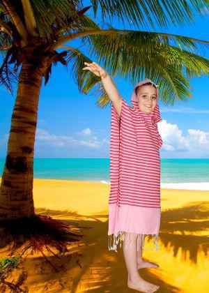 ponchos de bain et de plage en fouta tunisienne 100% coton divers couleurs et taille suivant la commande du client. Prix trés intérréssant.