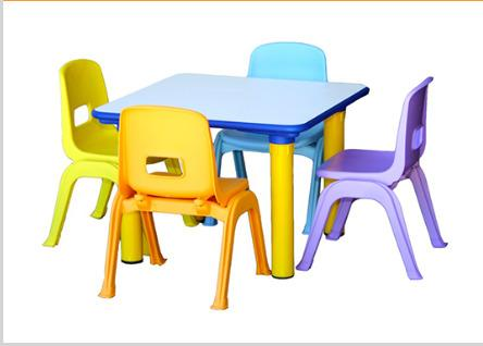 sedie e tavoli per l'infanzia