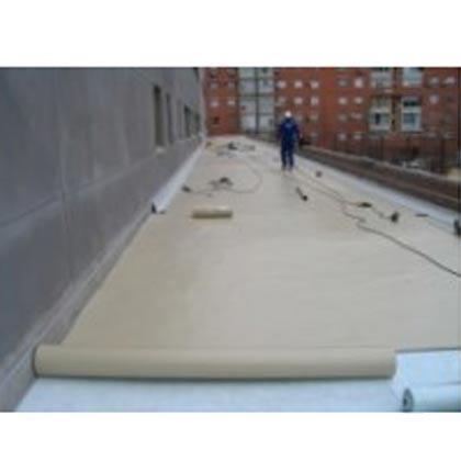 Colocación de lámina PVC válida para estar a la intemperie. Puede elegir entre una lámina reforzada con fibra de vidrio, con fibra de poliester. Con 1,2mm ó 1,5mm de grosor