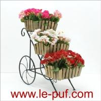 Metal flower stand with 3 wooden cashpot