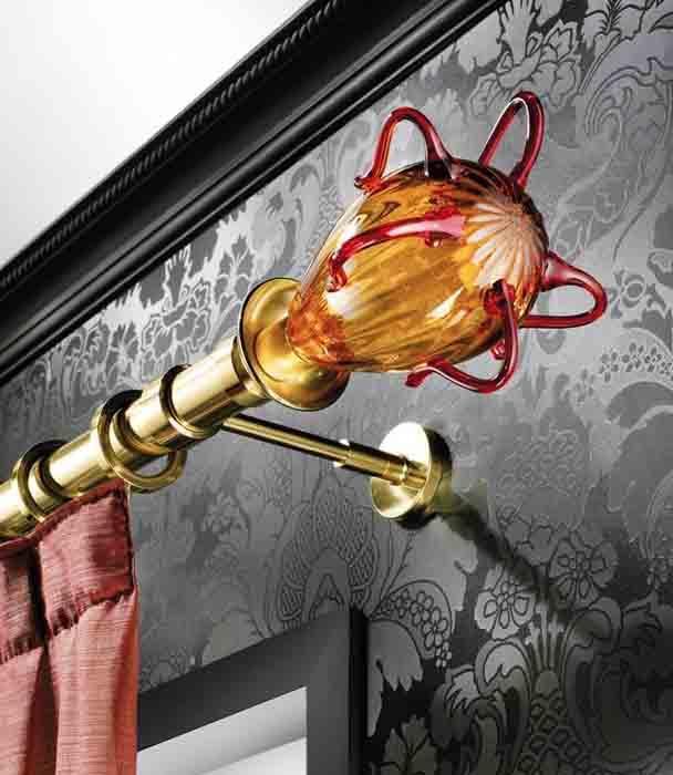 Ekskluzywny włoski karnisz z końcówkami ze szkła Murano