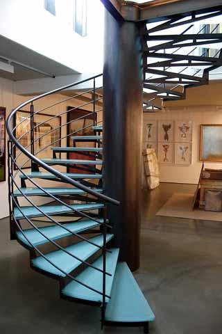 Escalier en colimaçon sur mesure avec marche en verre
