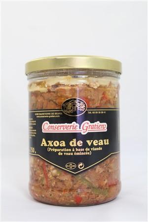 """Plat cuisiné typique du Pays Basque, dont l'appellation """"axoa"""" se traduit par """"viande hachée"""". Ce produit est parfumé d'une pointe de piment d'Espelette pour lui donner du caractère."""