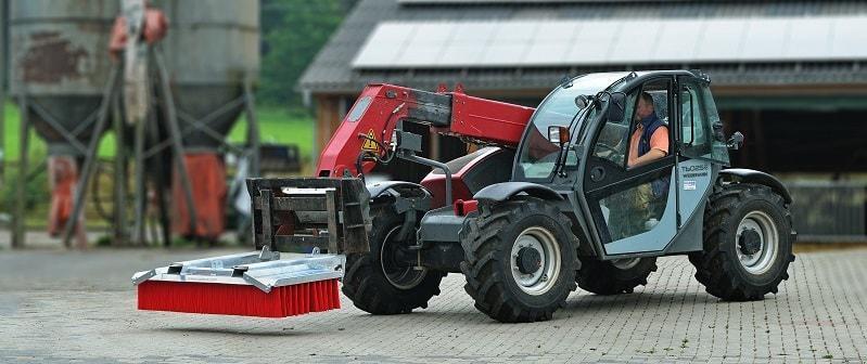 Road sweeping broomate