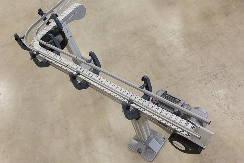 modular automation bietet verschiedene Systemgrößen an Kettenfördersystemen für den Produkttransport. Das modulare System ist erhältlich in verschiedenen Größen, sowie aus Aluminium und Edelstahl.