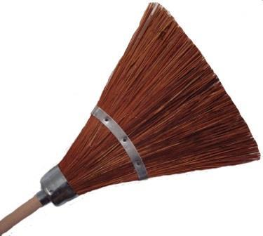 Piassava broom with wood handle 1 band