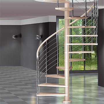 Escalera de caracol de alta gama, con distanciadores y peldaños de haya laminada de gran dureza y resistencia, Barandilla metálica con cables y pasamanos de madera.