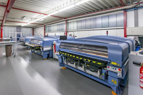 7 Laser-Schneidanlagen CO2-Lasertechnik