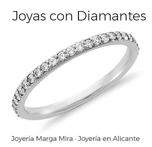 If you're looking diamond engagement rings or a special gift with jewels, come and visit our jewelry in Alicante center.