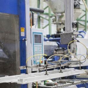 En Tplastic la tecnología y los robots son fundamentales para la inyección de plásticos