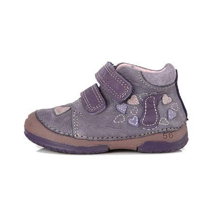 Botas para los primeros pasos. Disponible en talla del 19-24. Fabricadas en piel blanda, suela muy flexible.