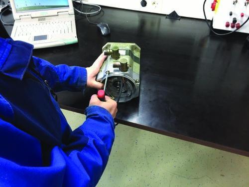 Reparatur eines Servomotors