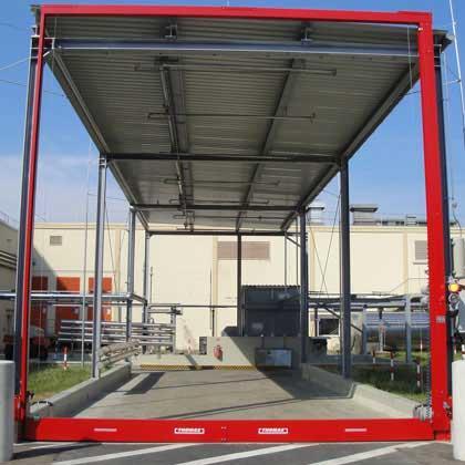 Barrière de rétention pour créer une zone de dépotage pour camion citerne portant des liquides chimiques