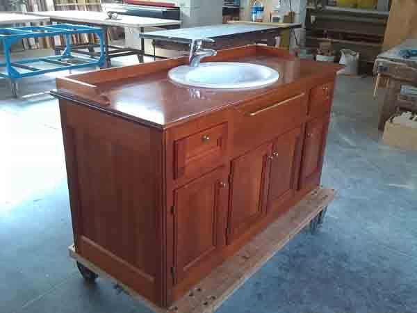Bathroom furniture made ​​of cherry wood