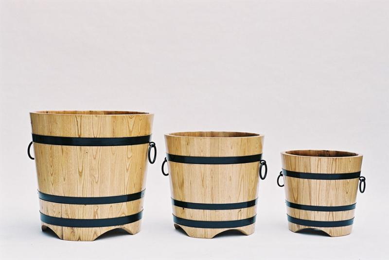 Bacs ronds en bois de châtaignier naturel. Personnalisables différentes couleurs.