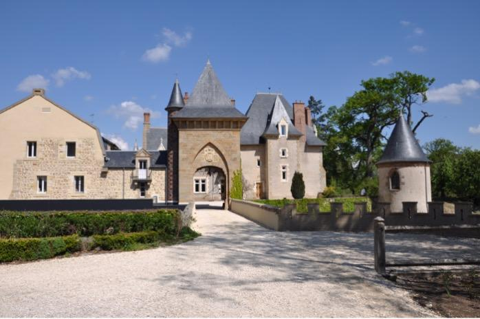 Front-face picture of the Château d'Origny