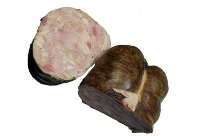 Le gandoyau est fabriqué avec les mêmes ingrédients que l'andouille du Val d'Ajol mais de diamètre beaucoup plus gros et déja cuit. Il est idéalement découpé en fines tranches pour une entrée ou apéro