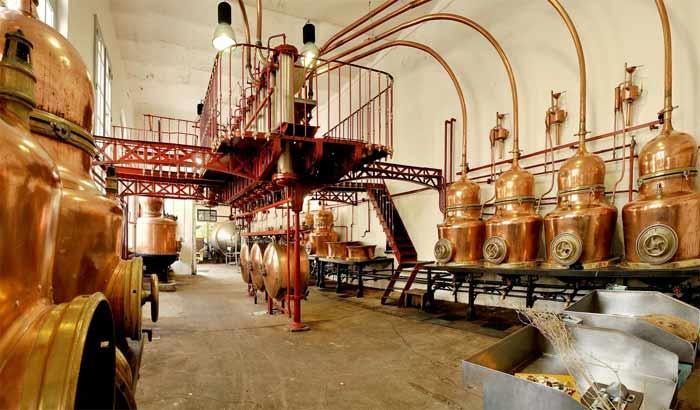 Distillerie artisanale en Val de Loire. Distillerrie artisanale Loir Valley.