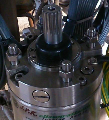 Submersible motor made of stainless steel, perfect for marine water environment.