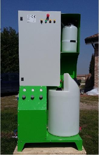 Macchina completa. 1000 x 800 x 1800 mm. Necessita di presa acqua, aria compressa e corrente elettrica a 230V 50Hz. Non rumorosa (alcuni db), pochissima manutenzione.