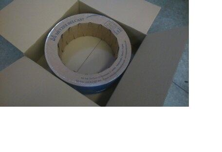 Esta mecha se sirve en rollo de cartón, la salida de la mecha es por la parte exterior, es ideal para maquinas automáticas con sistema de bobinado.