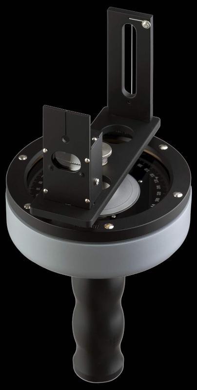 Der Handpeilkompass HPK-67 dient der Bestimmung von Ablenkungsfehlern der Magnetkompasse, die in Luftfahrzeuge eingebaut sind.