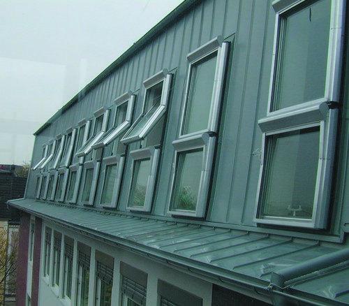 Baier gmbh persiane e avvolgibili finestre in alluminio for Finestre per abbaini
