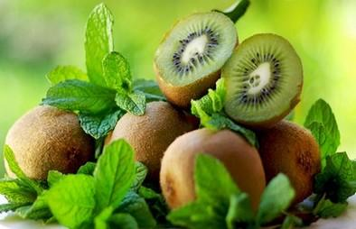 Permanto exports about 1.000 tons annually kiwi, between September and November, directly from the producer. Almost the entire production of varieties Soreli, Tsechelidis and Hayward in boxes (IFCO)