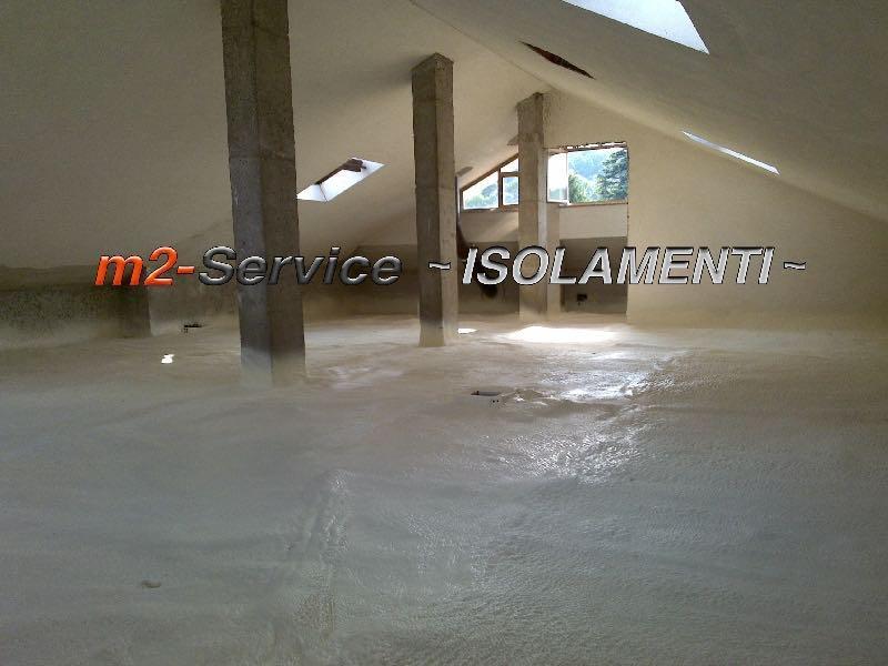 Poliuretano ad applicazione spray per la coibentazione termica a pavimento, crea un manto unico continuo in totale assenza di ponti termici.