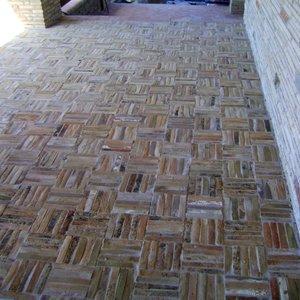 Pavimento realizzato con listelli in cotto di recupero