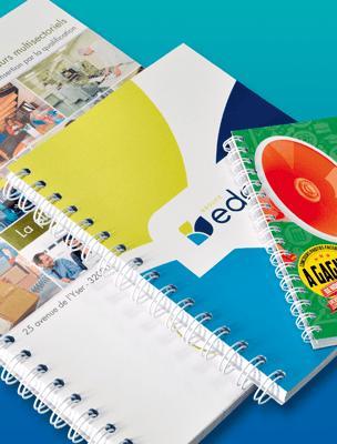 Carnet personnalisé spirale La couverture et l'intérieur du carnet sont imprimés en quadrichromie, avec vos textes, logos et photos. Reliure spirale métallique Wire-O très qualitative.