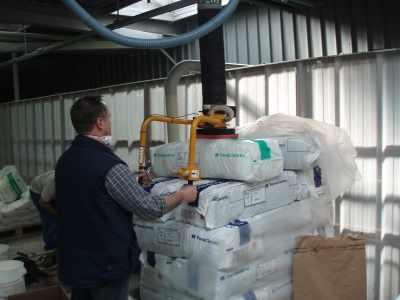 You will find on this site of the examples of handling, lifting and palletization of bags.