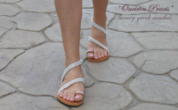 Χειροποίητα ελληνικά δερμάτινα σανδάλια διακοσμημένα με λευκές τρέσες και σειρές από λευκά στρας. Αυτά τα σανδάλια συνδυάζουν άψογα την άνεση με την κομψότητα.Φορέστε τα και...στο γάμο σας.